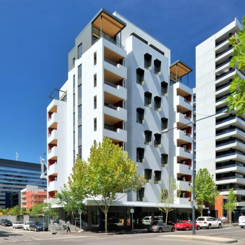 Spacious 2 Bedroom Apartment in the heart of Docklands