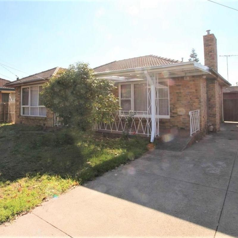 Large 4 Bedroom Family Home conveniently located close to Wellington Secondary & Public Transport
