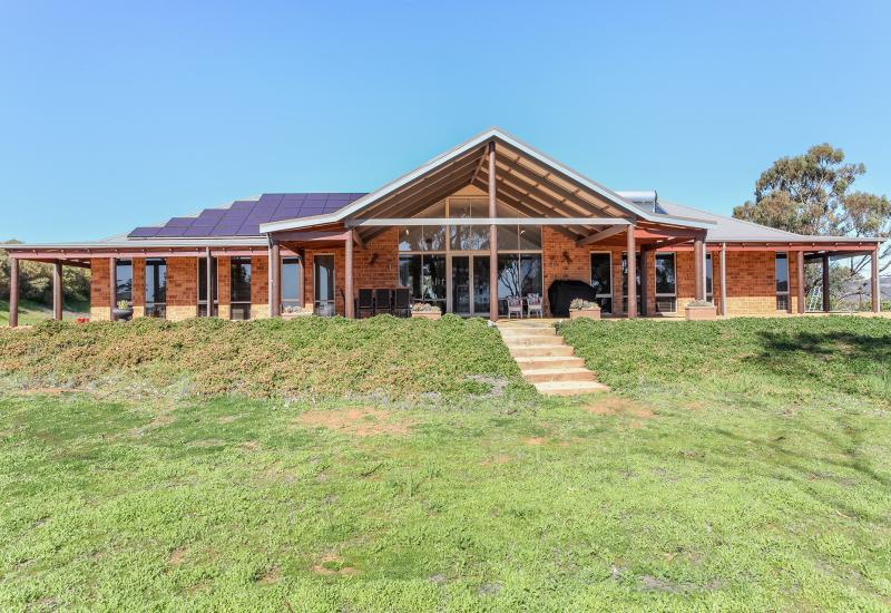 Prestigious property in exclusive Mountain Park Estate!