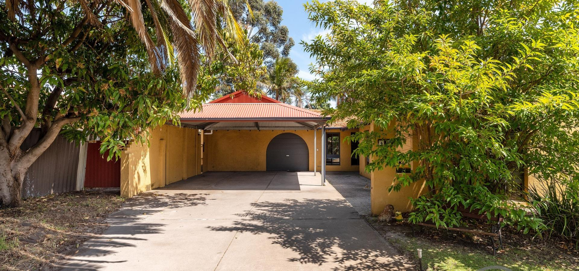 CLOSE TO STOCKLAND BULL CREEK & TRAIN STATION!