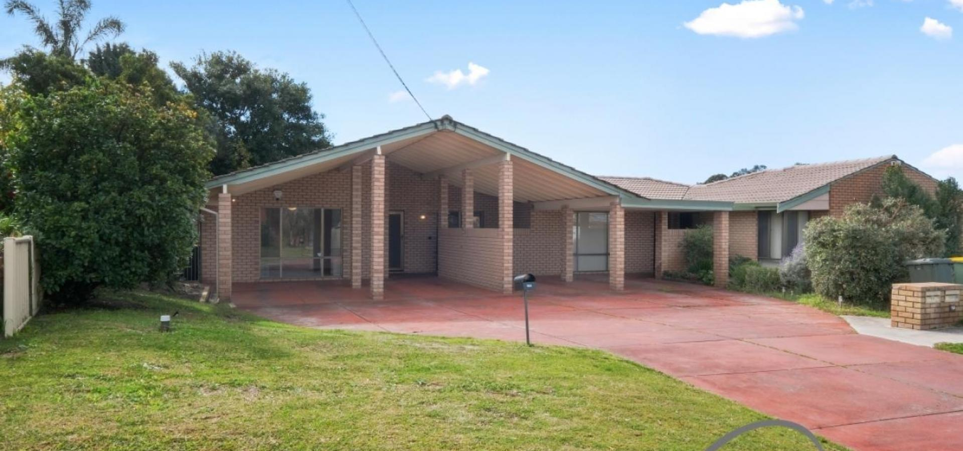 SURVEY STRATA 3x1.5 DUPLEX NEXT TO WILLETTON SENIOR HIGH!!