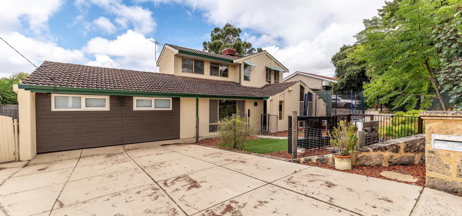 NEW PRICE!!  GREAT FAMILY HOME IN A FANTASTIC LOCATION!