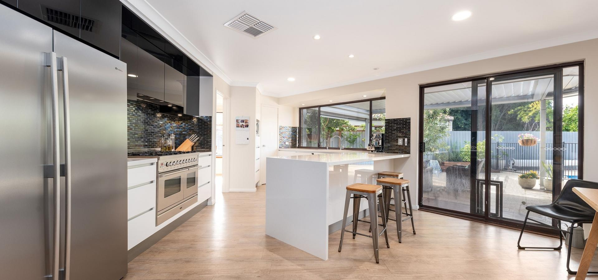 AMAZING FULLY RENOVATED OPEN PLAN FAMILY HOME!