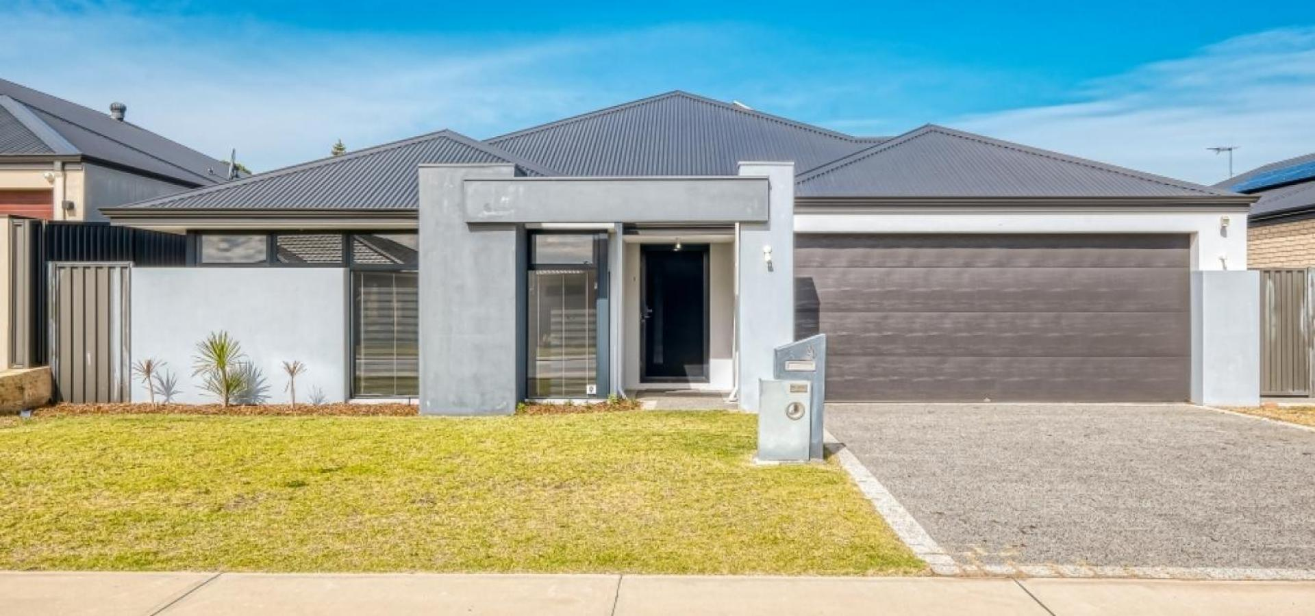 LARGE FAMILY HOME CLOSE TO COOGEE BEACH!