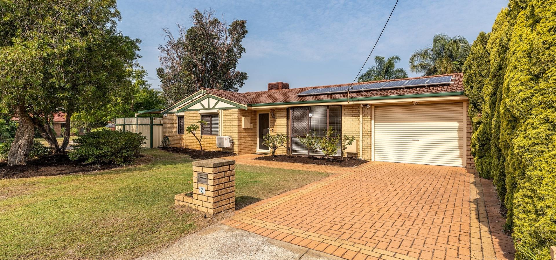 LARGE FAMILY HOME ON LARGE R20 POTENTIALLY SUBDIVIDABLE BLOCK!