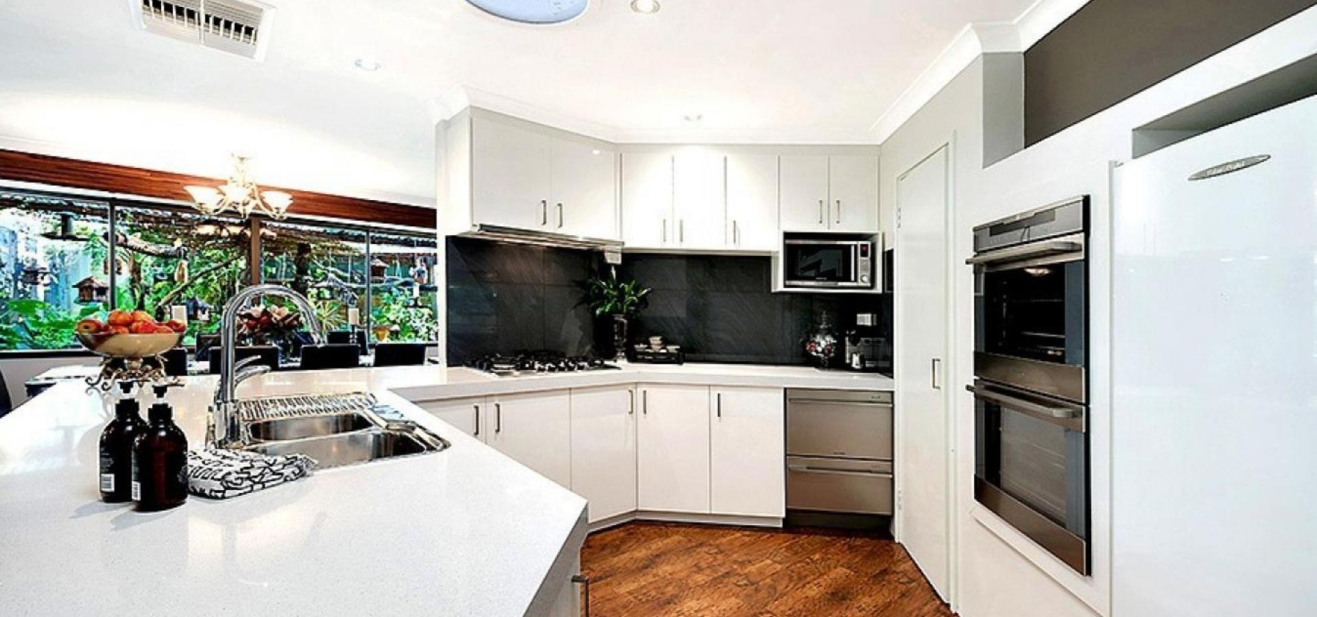 STUNNING RENOVATED HOME ON POTENTIALLY SUBDIVIDABLE BLOCK!