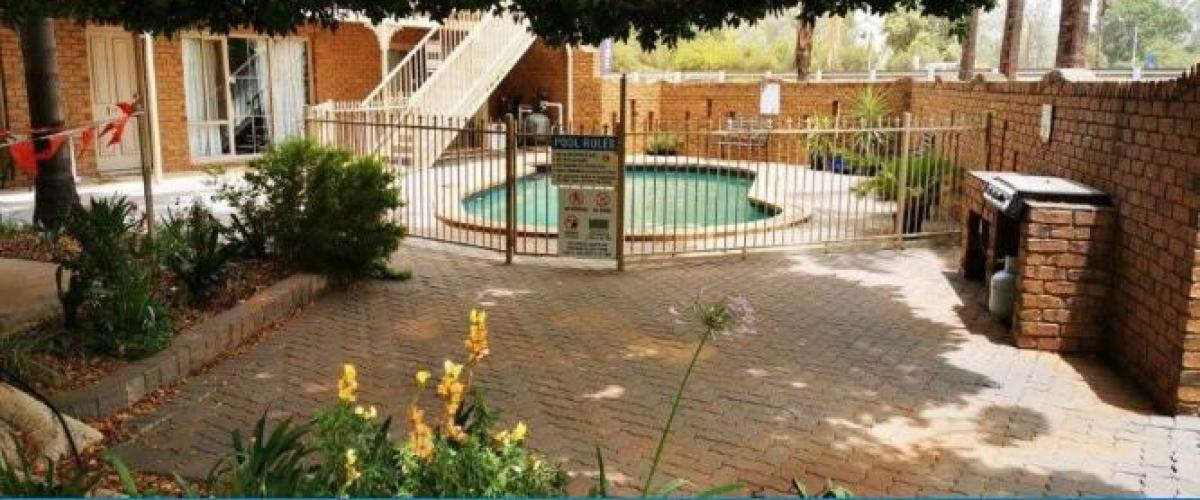 1450MF - Top Rated Motel is an Oasis on the River