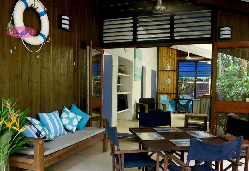 """Driftwood""- Beachfront Holiday Cottage !"