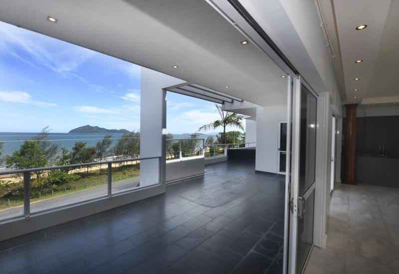 Beachfront Penthouse - Love the View !