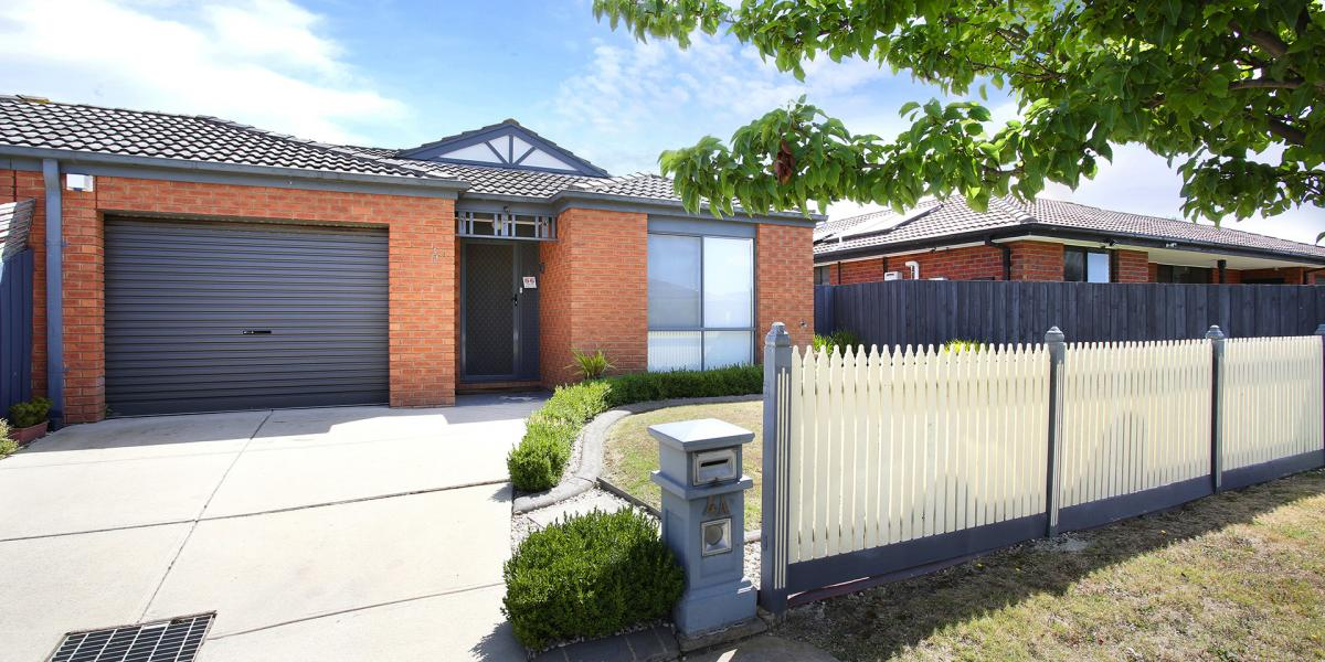 Prime Cranbourne East Location, 3 BR - Beautiful home, loads of amenities, perfect for FHB - priced to sell $400K-$450K