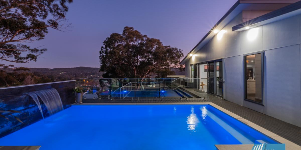 Luxurious Family Entertainer with Panoramic Lake Views
