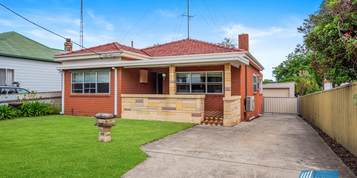 Family Home In Desirable Lakeside Suburb