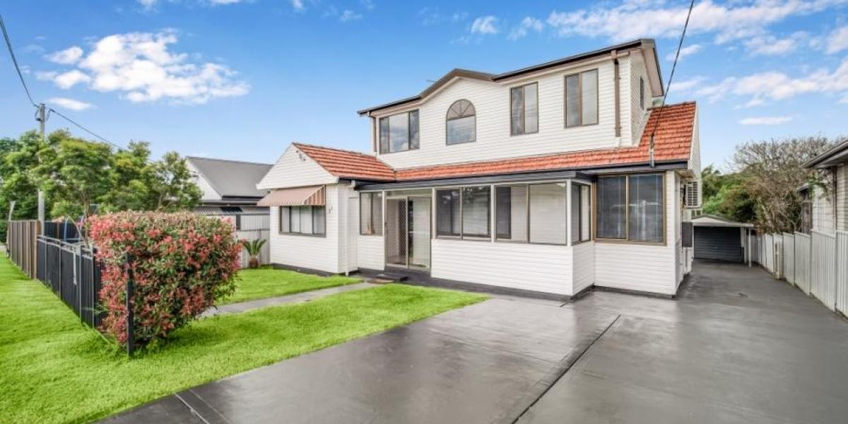 Beautifully renovated family home in a popular location!