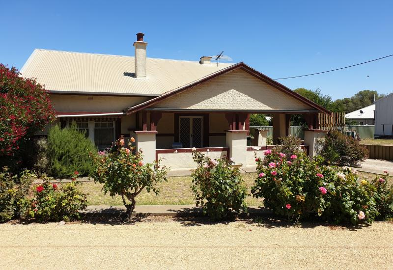 One for the renovator on a huge 1344m2 block