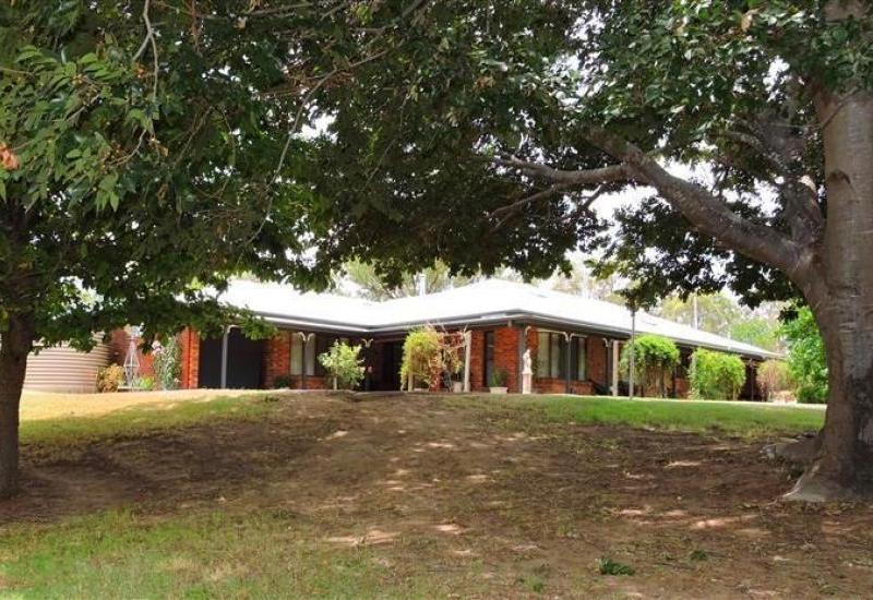 Country Living City Style Set on 10.27 Acres