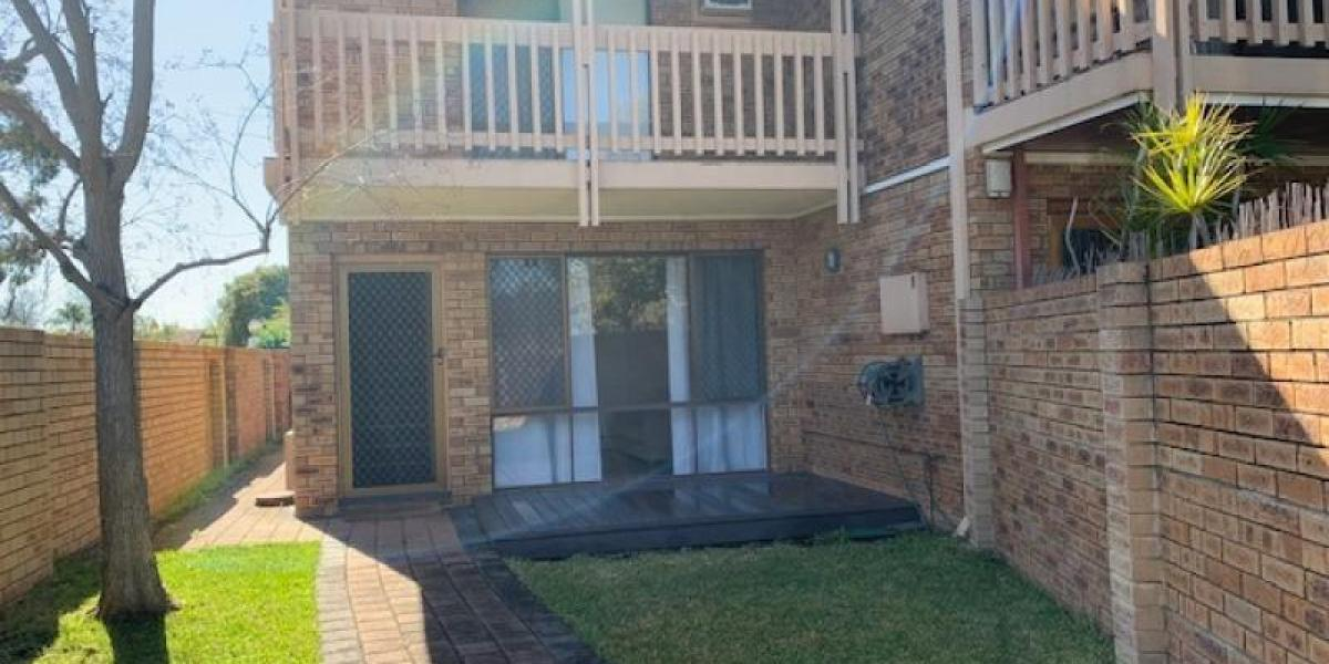 2 STOREY WELL MAINTAINED APARTMENT (FACING WESTON AVENUE)