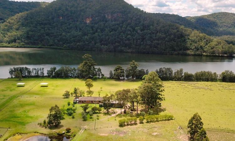 PRIME WATER FRONT ON THE HAWKESBURY RIVER