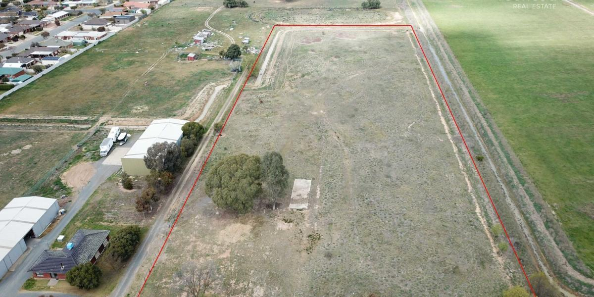 Rural Lifestyle Home Site on the Fringe of Town - 2.42 hectares