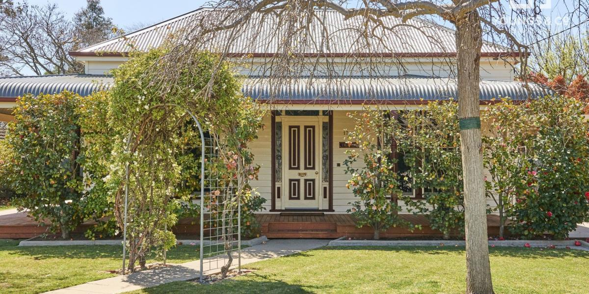 """Trianon"" - Charming Family Residence on 1,348m2 Block - Central Shepparton Position"