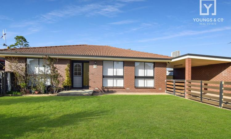 GREAT LOCATION – 3 BEDROOM PLUS STUDY - (OFFERS CLOSE 8th OCTOBER @ 5.00PM)