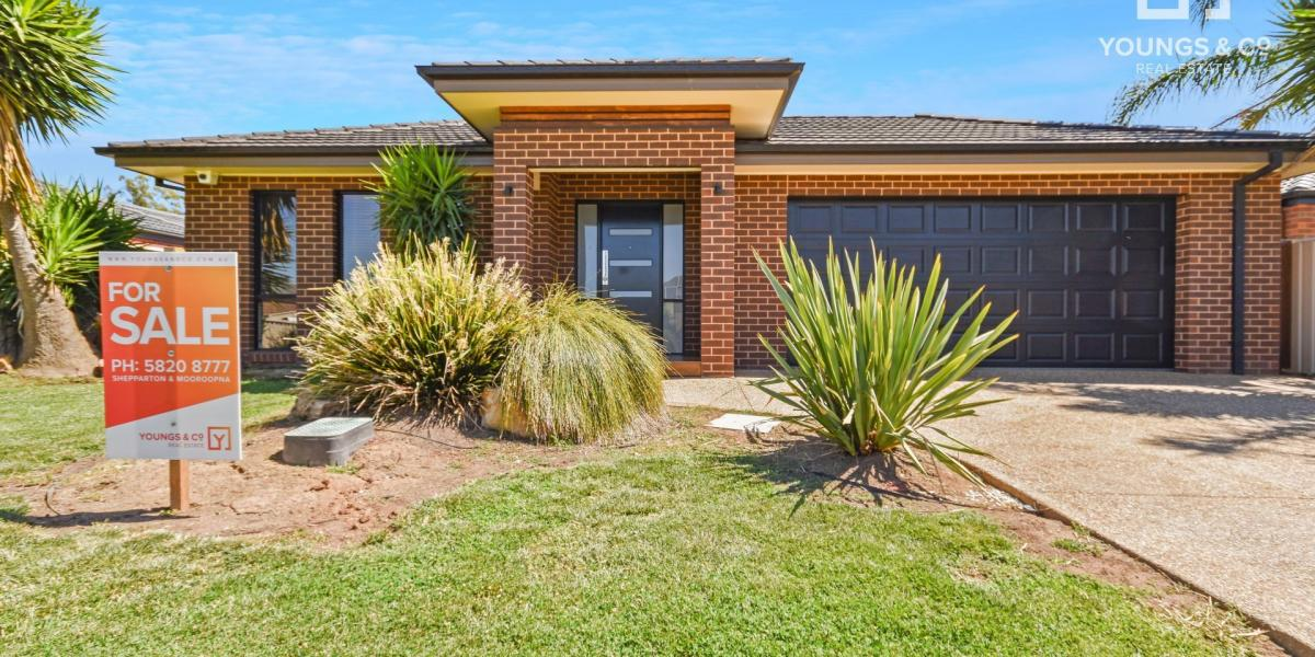Modern 4 bedroom Home Close to Reserve & Shopping Center