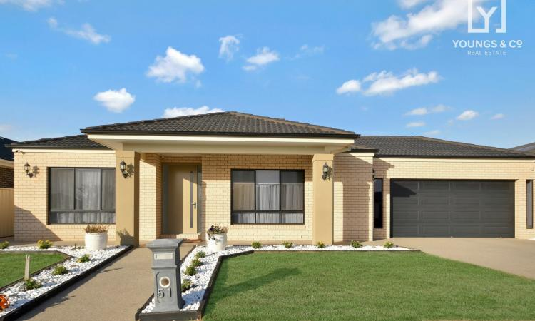 Spacious Family Home set on a Large 998m2 Block!