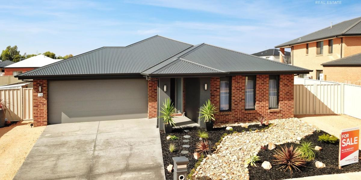 Highly Sought After Kialla Lakes - 3 Bedroom Home that Presents Like New