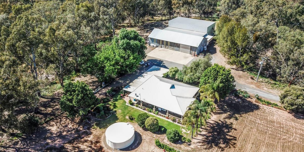 Broken River Frontage - 27.65ha (69 Acres) - A Home with Character - Extensive Shedding