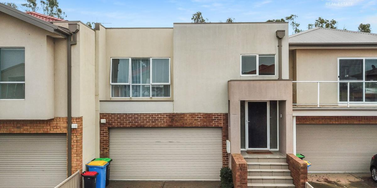 4 Bedroom Townhouse with Bushland Views